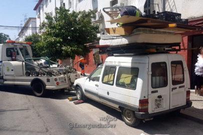 Citroën C15 wiózł na dachu złom o wysokości prawie 2 metrów