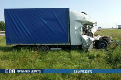Polskie Iveco Daily najechało na solówkę na białoruskiej trasie M1