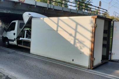 W Żyrardowie kierowca Iveco Daily utknął pod tunelem