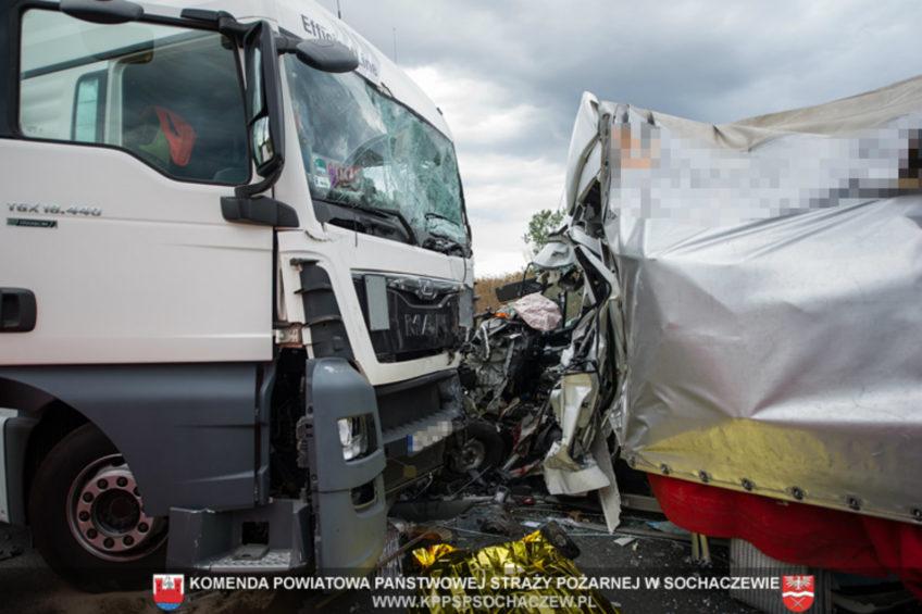 Wypadek na obwodnicy Sochaczewa – nie żyje kierowca Opla Movano