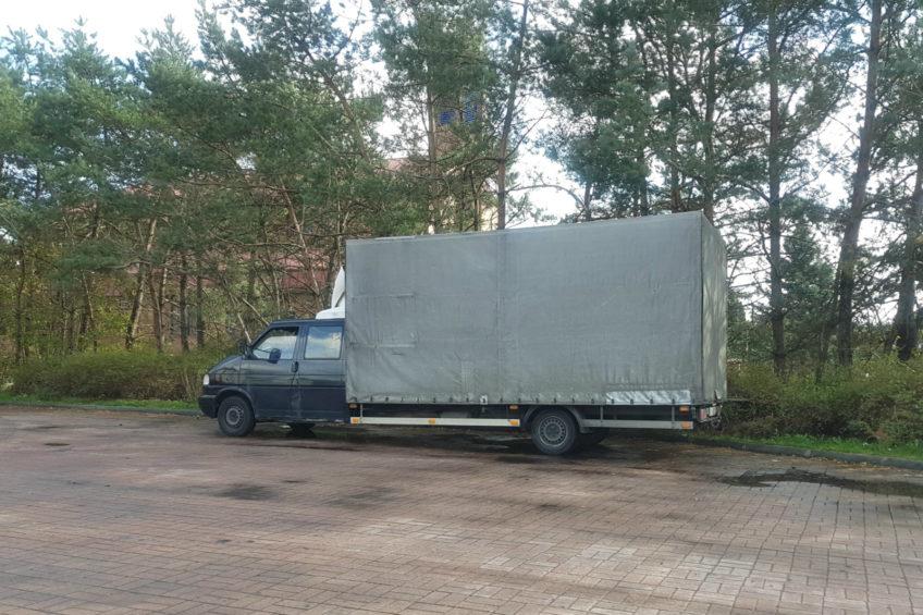 Długi Volkswagen T4 z podwójną kabiną na zdjęciu od Jarka