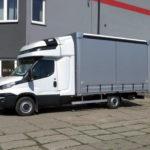 Lekka dwustronna firanka Pony Auto-Polska na podwoziu Iveco Daily