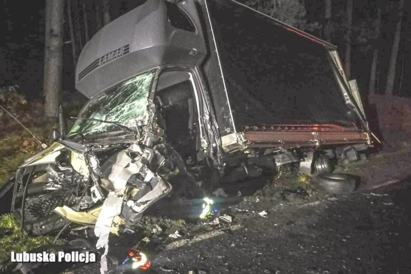 Opel Astra wjechał w Iveco Daily – nie żyje jedna osoba