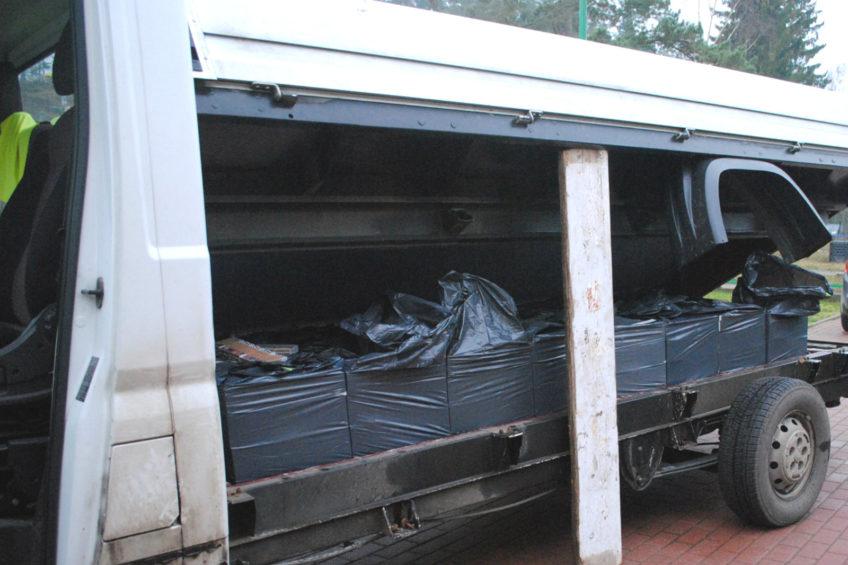 Fiat Ducato z kontrabandą papierosów ukrytą pod skrzynią ładunkową