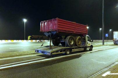 Iveco Daily wiozło przyczepę o wadze 5 ton – kierowca wpadł na A2