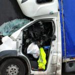 Na A4 Citroën Jumper wjechał w naczepę – nie żyje kierowca busa