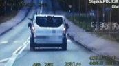Kierowca busa wyrzucił z auta śmieci – wszystko nagrał wideoradar