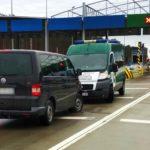 Pompował oponę w VW T5 na pasie autostrady A2 – miał 2,37 promila