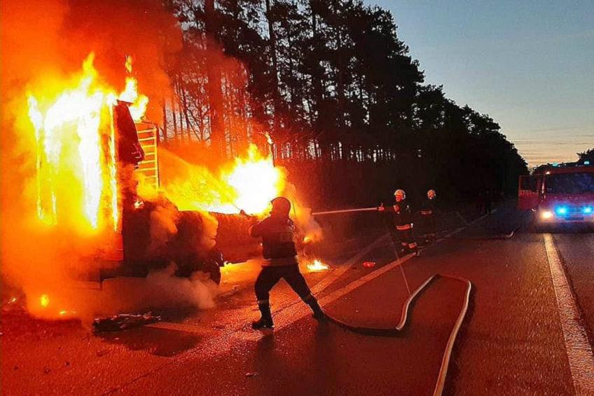 Ford Transit w ogniu koło Trzebiszewa – kierowca ma poparzoną twarz