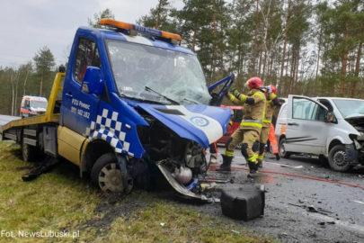 Na DK 27 Vito uderzyło w autolawetę – ranne zostały 3 osoby