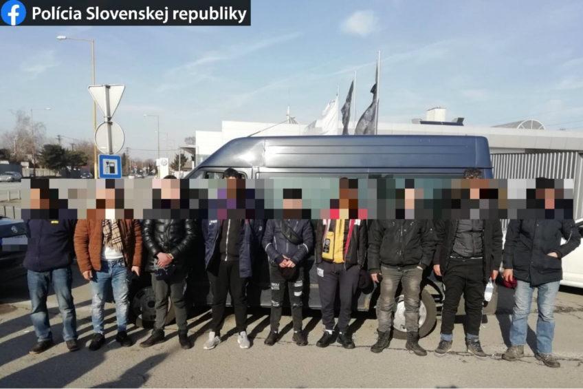 9 migrantów z Algierii i Maroka w polskim Fordzie Transicie
