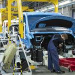 Daimler wstrzymuje produkcję w fabrykach Mercedesa