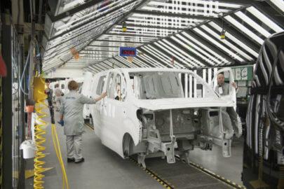 PSA i Renault zamyka swoje fabryki aut z powodu koronawirusa