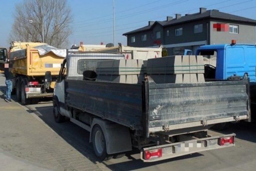 Jeden bus ważył 8300 kg a drugi nie miał badań technicznych