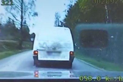 Pościg za VW T4 – kierowca pijany a w ładowni kradzione drzewo