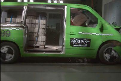 Przewóz ładunków minibusem – wyniki testu zderzeniowego (wideo)