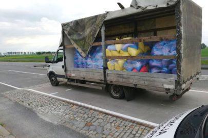 Dwie opony nie wytrzymały obciążenia – Iveco Daily ważyło 9 ton