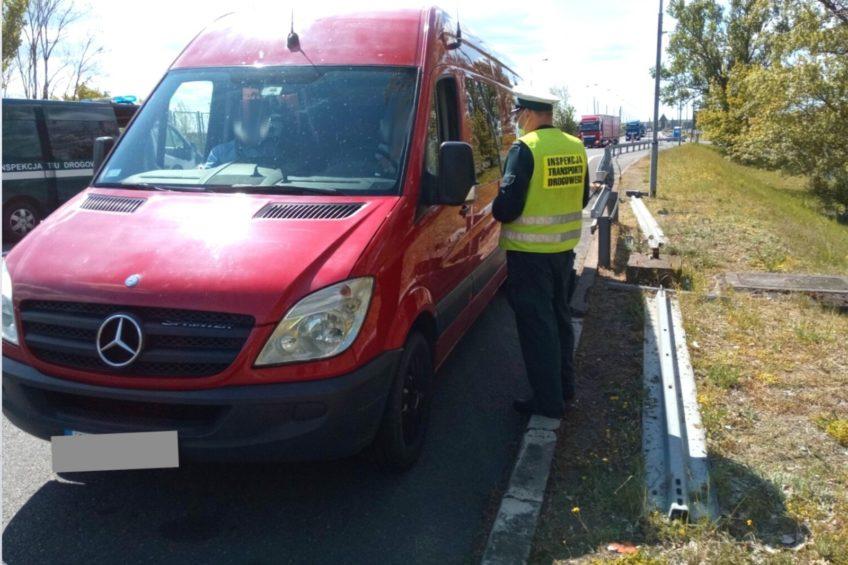 Kierowca Sprintera w trakcie jazdy pił piwo – wpadł na granicy
