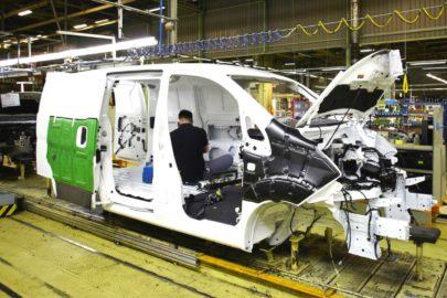 Nissan zamknie fabrykę produkującą modele Navara i e-NV200