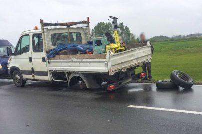 Pod Ostrołęką od Iveco Daily odpadły dwa koła podczas jazdy