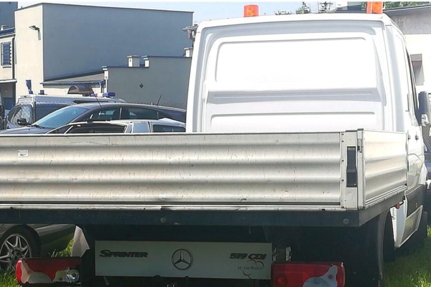 Ukradli z komisu Mercedesa Sprintera – podczas pościgu padły strzały