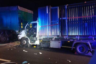 Iveco Daily uderzyło w naczepę na S7 – pasażer busa zmarł