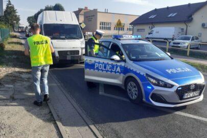 Kierowca Ducato uciekał przed policją a potem wjechał w radiowóz