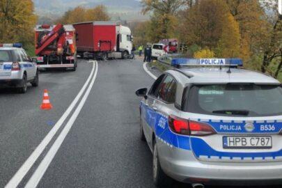 Na DK 8 Volkswagen T4 uderzył w DAF-a – nie żyją dwie osoby