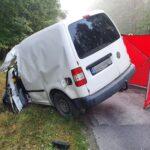 Na DW 212 VW Caddy uderzył w ciężarówkę – kierowca vana zmarł