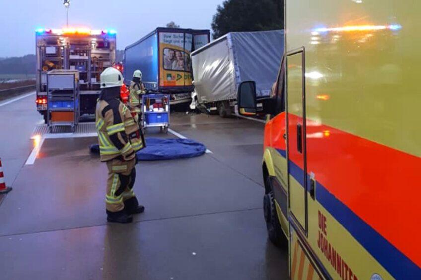 Na niemieckiej A4 polski bus wjechał w tył naczepy – kierowca zmarł