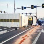 Pijany kierowca busa nie ustąpił pierwszeństwa – 2 osoby w szpitalu