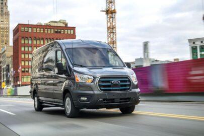 Ford E-Transit ma 269 KM i do 350 km zasięgu – na rynku od 2022 roku