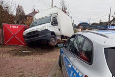 Pod Stalową Wolą Iveco Daily wjechało do rowu – kierowca zmarł