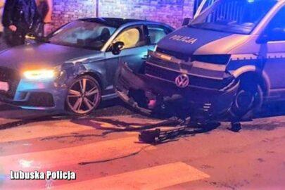 Wjechał w policyjnego VW T6. Nie miał uprawnień i był po narkotykach