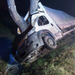 Na DK 10 pod Sierpcem Fiat Ducato zjechał z drogi i uderzył w drzewo