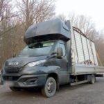 Nowe Iveco Daily ważyło ponad 7 ton – tak wygląda transport garaży