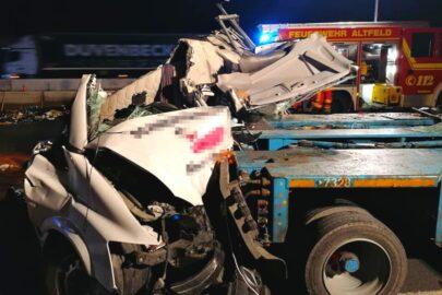 Na A3 w Niemczech ciężarówka wbiła Vito w specjalistyczną naczepę