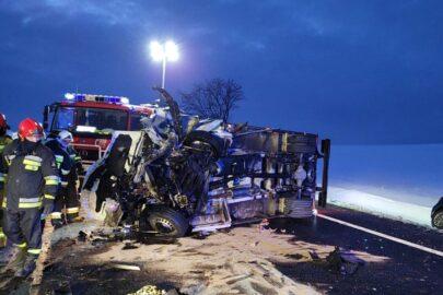 Na DK 91 Mercedes Sprinter wjechał w osobówkę – 2 osoby nie żyją