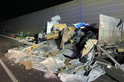 Renault Master rozerwane na strzępy na S5, ale nikt nie został ranny