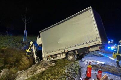 Polski kierowca busa miał 3,7 promila – wypadł z ronda