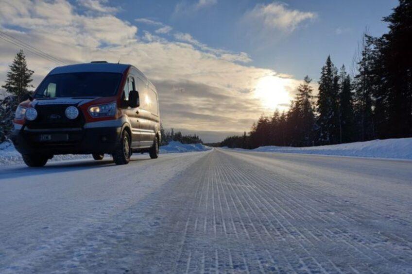 W 7 dni przerobił firmowego Transita w kampera i pojechał do Laponii