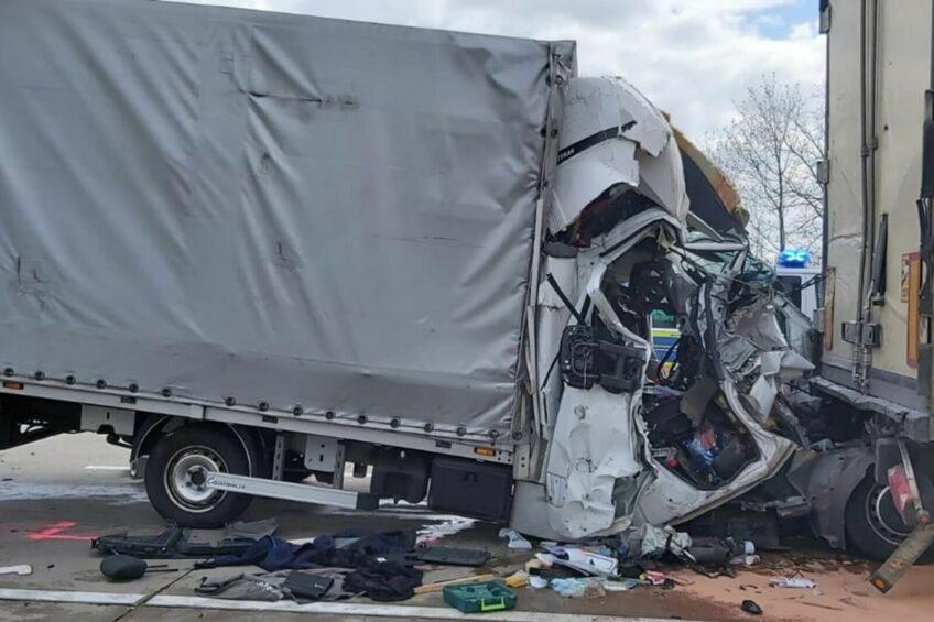 Polski bus wbił się pod naczepę na niemieckiej A2 – kierowca zmarł