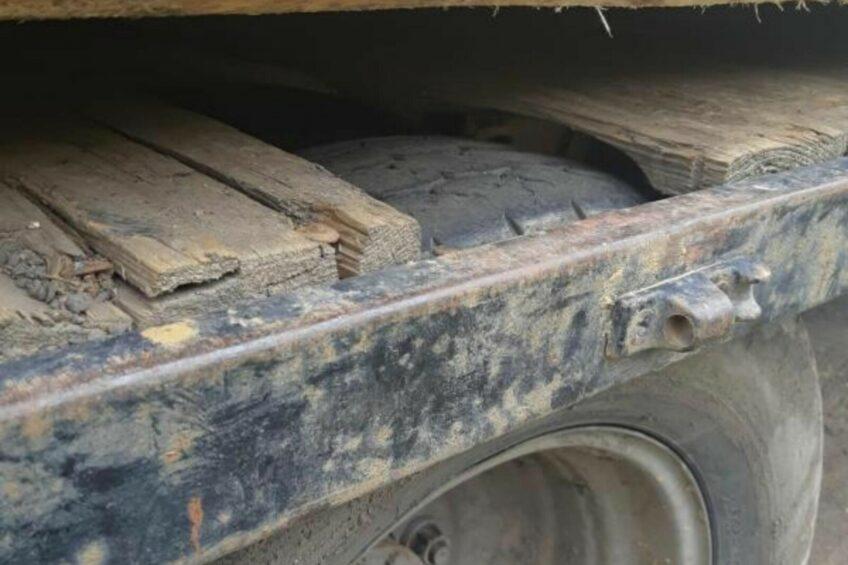Bliźniaki tarły o podłogę paki – Iveco TurboDaily w fatalnym stanie