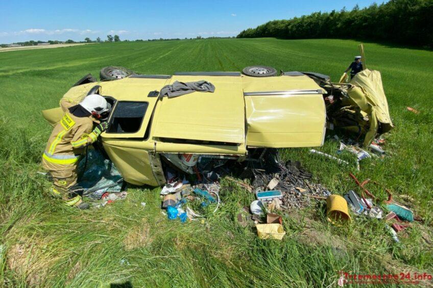 Ciężarówka wjechała w Fiata Ducato – w ciągniku wybuchła opona