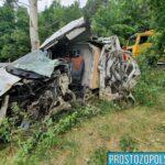 Kurierski Fiat Ducato wjechał w drzewo –  ranny kierowca