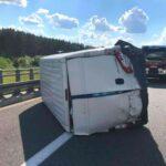 Na A2 w Fiacie Ducato wystrzeliła opona – ranny kierowca