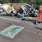 Fiat Ducato uderzył w naczepę – zmarł pasażer busa