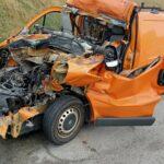Trafic wbity pod naczepę przez DAF-a. Kierowca furgonu przeżył