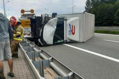 Iveco Daily wjechało w Ducato służby drogowej na S52