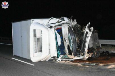 Na S12 Iveco Daily wjechało w Audi – zmarł kierowca osobówki